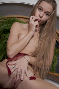http://img255.imagevenue.com/loc131/th_404634950_tduid300163_SexArt_Ravani_Milena_D_medium_0085_123_131lo.jpg