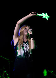 http://img255.imagevenue.com/loc201/th_430115553_51493_avril_lavigne_performing_live_in_moscow_1_121_122_201lo.jpg