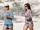 ADDS Cindy Crawford & Stacy Keibler | Candids on the Beach in Los Cabos | December 29 | 18 pics + 44