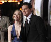 http://img255.imagevenue.com/loc532/th_20854_Amanda_SeyfriedDear_John_premiere_in_Los_Angeles10_122_532lo.jpg