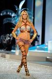 th_13101_Victoria_Secret_Celebrity_City_2008_FS_7406_123_55lo.jpg