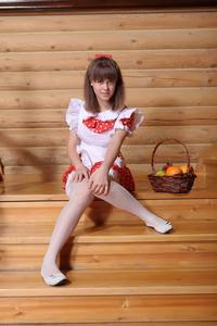 http://img255.imagevenue.com/loc82/th_210539475_tduid300163_Silver_Sandrinya_maid_1_095_122_82lo.JPG