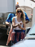 http://img255.imagevenue.com/loc93/th_78286_Taylor_Swift_on_Valentines_Day_set_in_L.A.._-_July_30_2009_2108_122_93lo.jpg